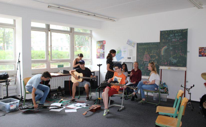 Die Schulband des Herder- Gymnasiums beim Proben